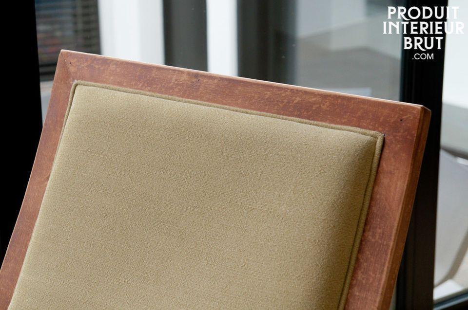Der Sessel hat den Charme eines Vintage-Sessels mit der zeitlosen Eleganz seiner Struktur aus