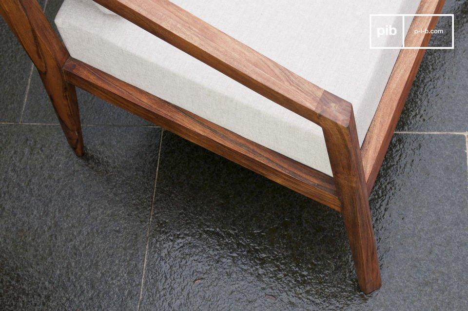 Bereichern Sie Ihr Wohnzimmer mit einem komfortablen Sessel in schlichtem Retro-Design