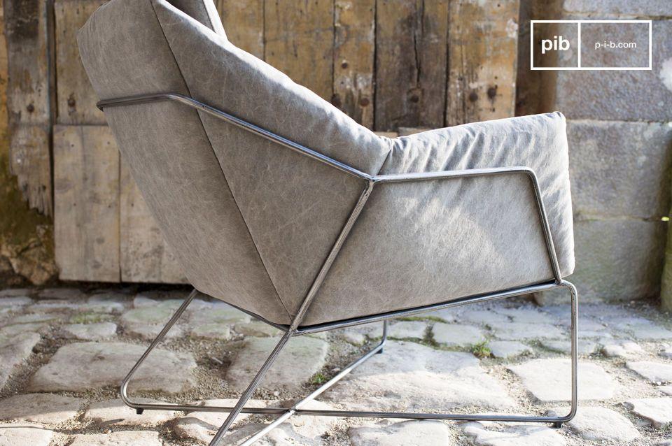 Der Sitz und die Rückenlehne des Sessels Traides bieten dank des dicken