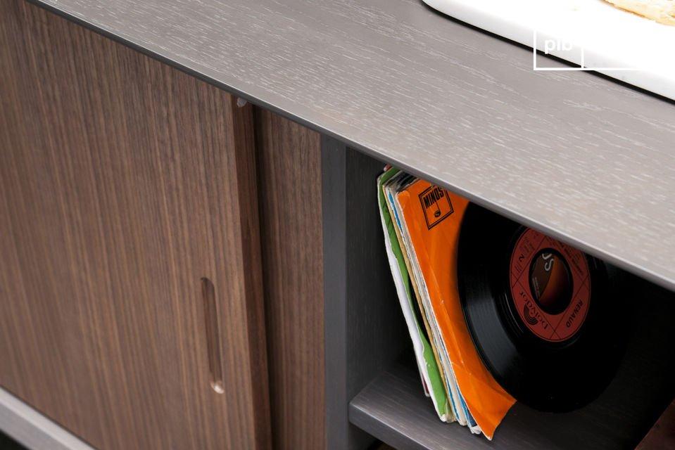 Dieses wunderschöne Sideboard ist inspiriert vom eleganten skandinavischen Design und bietet viel
