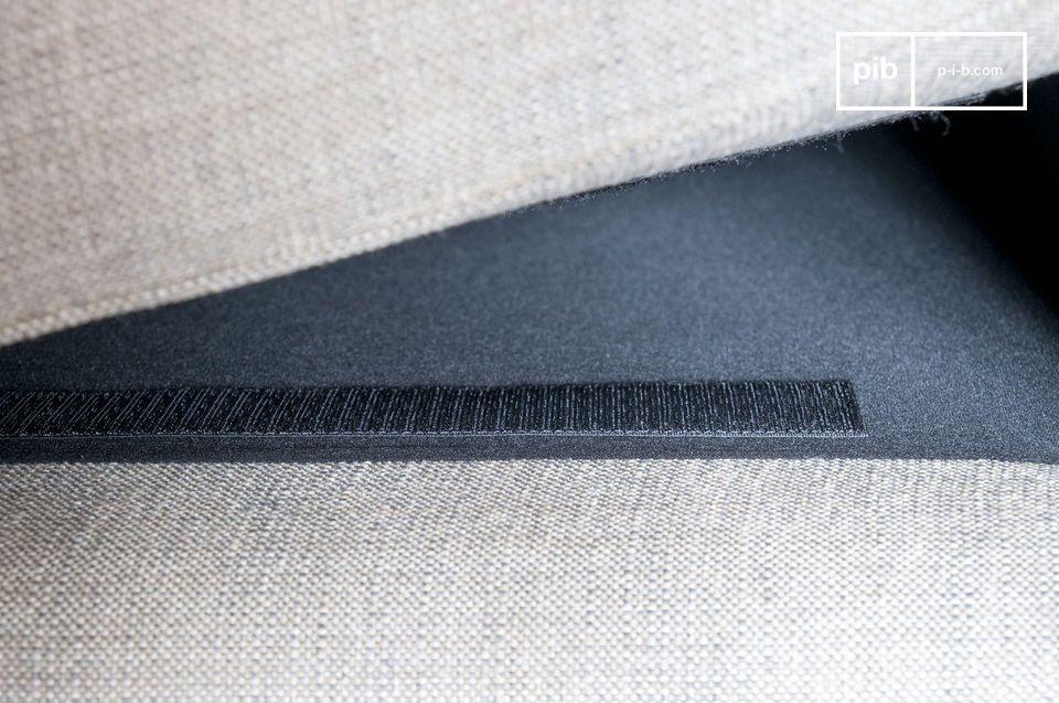 Mithilfe von Klettbändern befestigt sind die Kissen abnehmbar