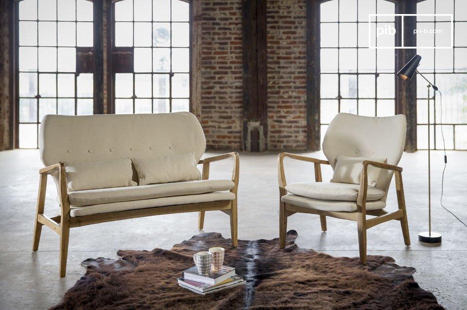 Dieses Sofa bringt ein angenehmes Gefühl von Häuslichkeit und Zuhause hervor