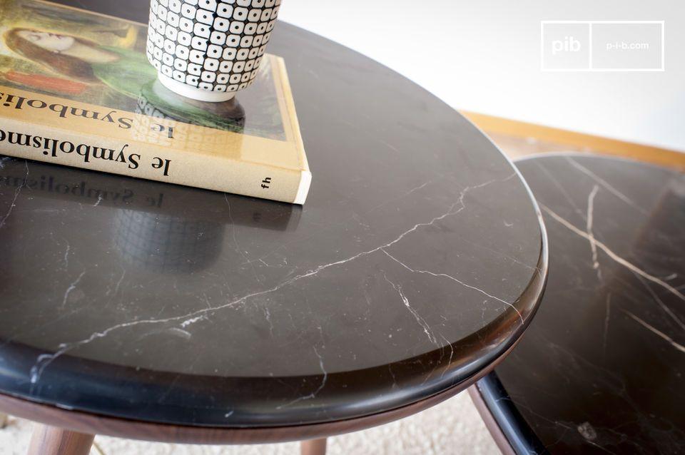 Seine Kompassbeine beziehen sich auf Möbel aus dem frühen 20
