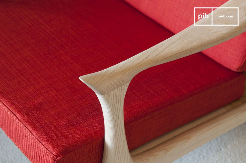 Dieser farbenfrohe Sessel mit skandinavischem Design