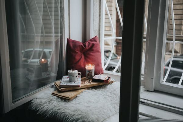 Snuggly Corner Rug and Candle