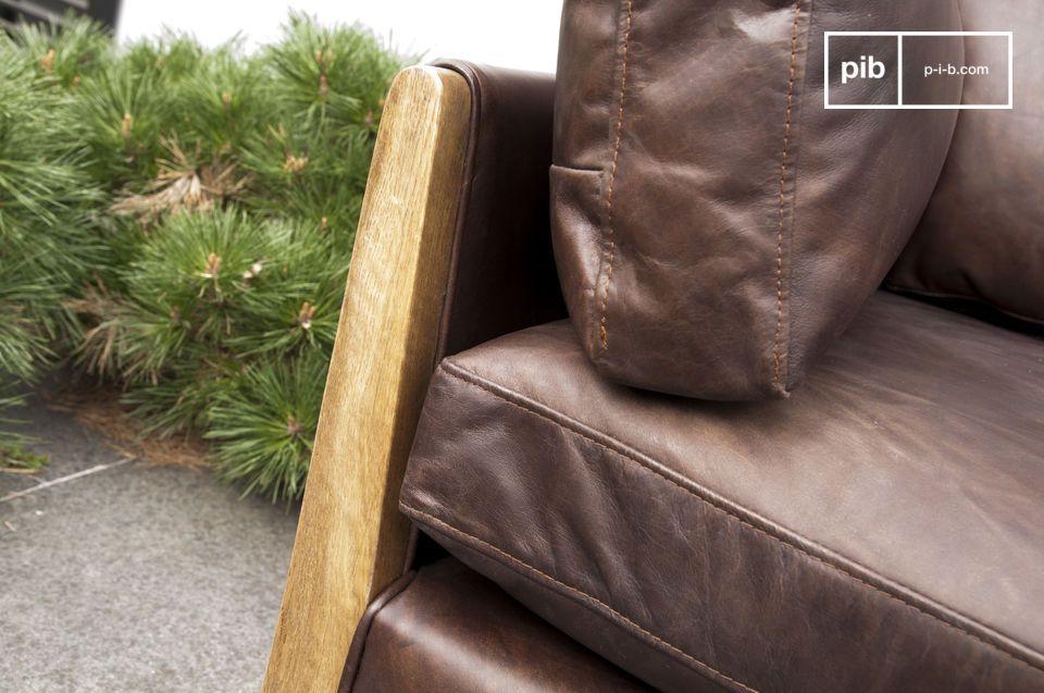 Das Sofa Ariston ist ein perfektes Beispiel für ein großes Sitzmöbel