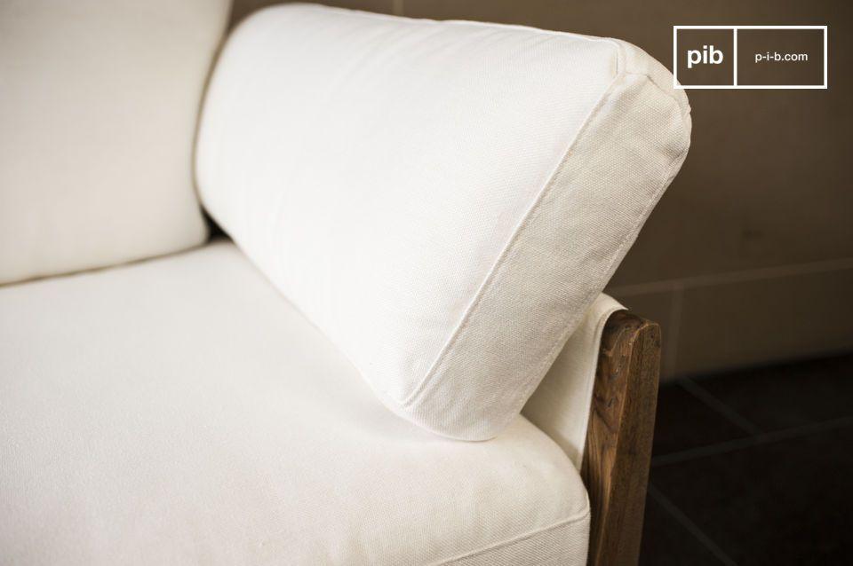 Die Formen dieses Sofas sind vom Design der 60er Jahre inspiriert und die Kombination der