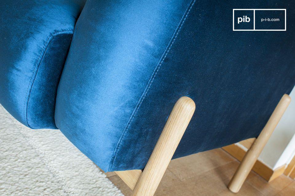 Wenn Sie ein Wohnzimmer mit skandinavischen retro Akzenten haben dann sollen Sie dazu dieses blaue