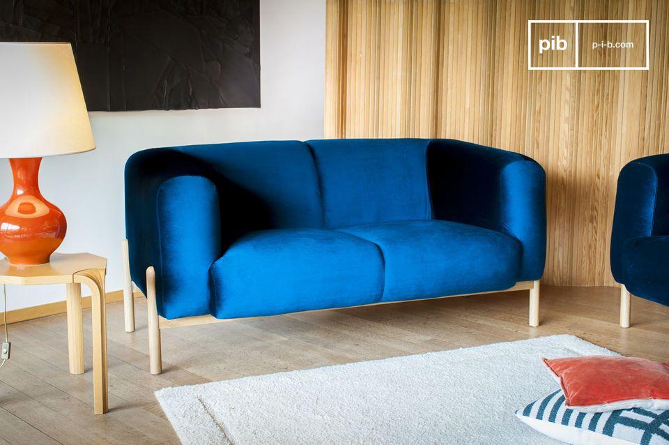 Ein Sofa mit zeitlosem skandinavischem Flair, perfekt für einen Hauch Farbe