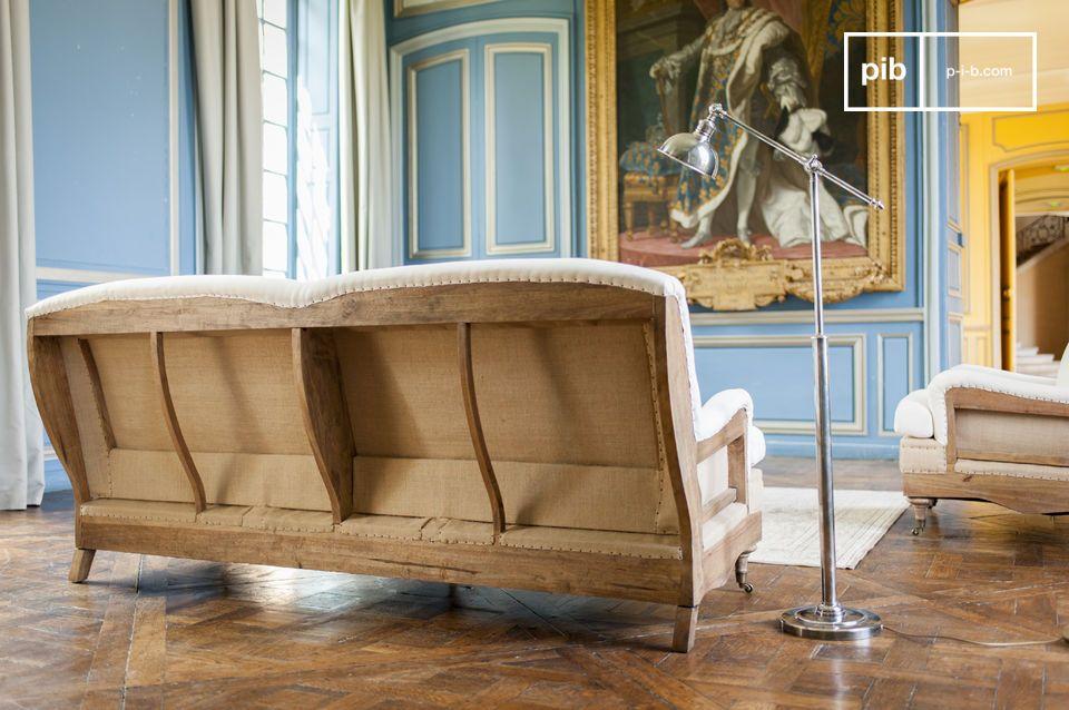 Mit seiner Struktur aus Kautschukbaum und per Hand patiniert wird dieses Sofa alle Aufmerksamkeit