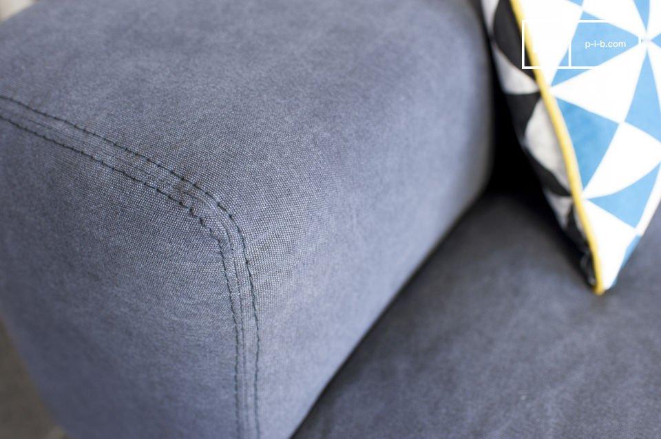 Das Sofa Bergen und dessen Überzug aus Baumwolle besitzen einen wunderschönen Grauton