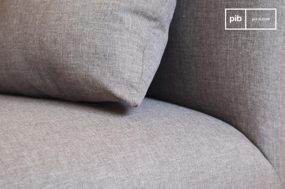 Um das Sofa perfekt und noch gemütlicher zu machen, hat das Sofa Jackson fünf mit Mousse gefüllte Kissen, die sich perfekt dem Rücken anpassen