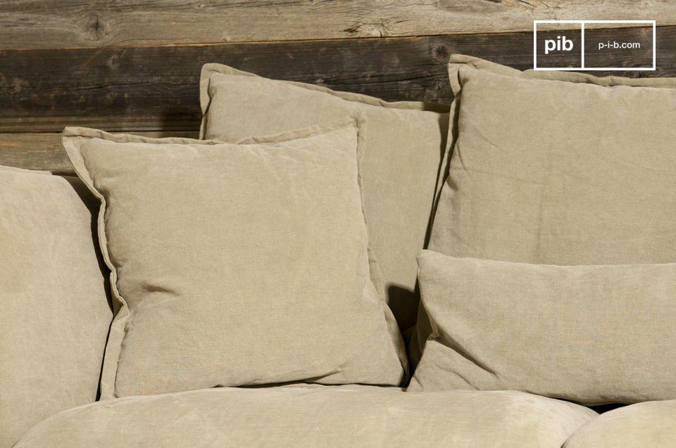 Ein Sofa in sehr trendigem rustikalen Chic Stil