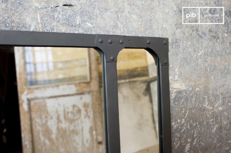 Der Spiegel Eiffel ist ein schöner Vertreter der klassischen Dekoelemente im industriellen Stil
