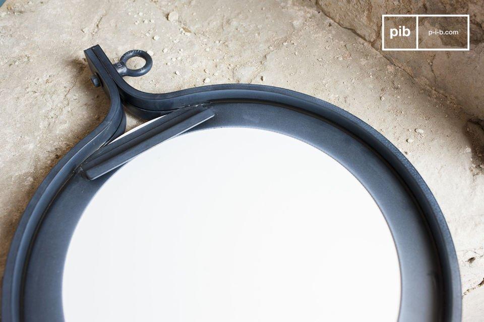 Der Spiegel Matka mit einem Durchmesser von 40 Zentimetern besitzt einen Rahmen