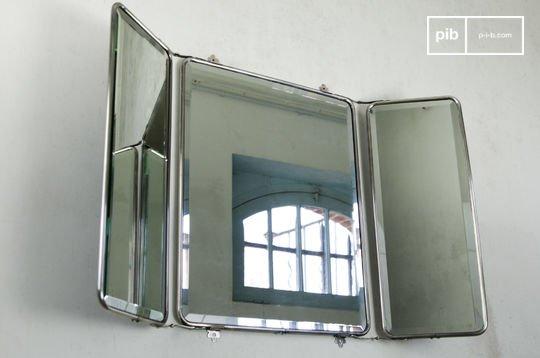 Spiegel mit Flügeltüren