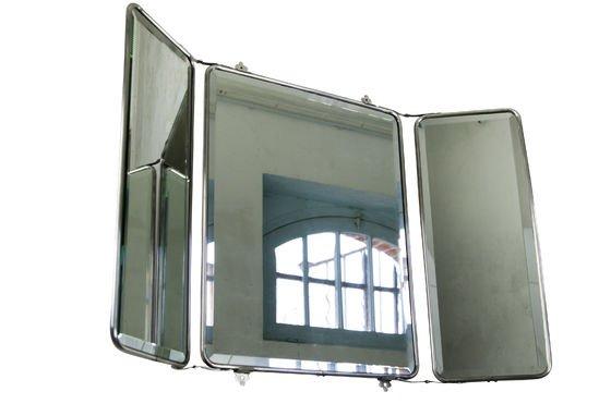 Spiegel mit Flügeltüren ohne jede Grenze