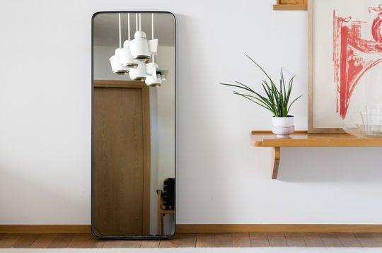 Spiegel mit schwarzem Rahmen Ascain