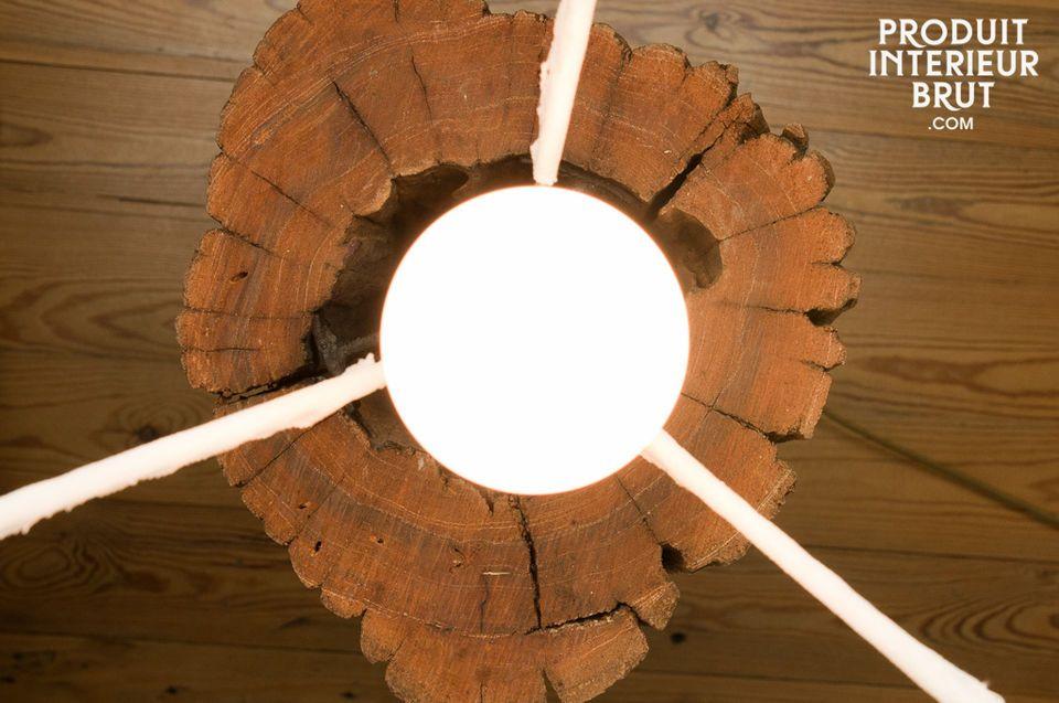So wie es kaum zwei gleiche Baumstämme gibt, gibt es auch keine zwei gleichen Lampen