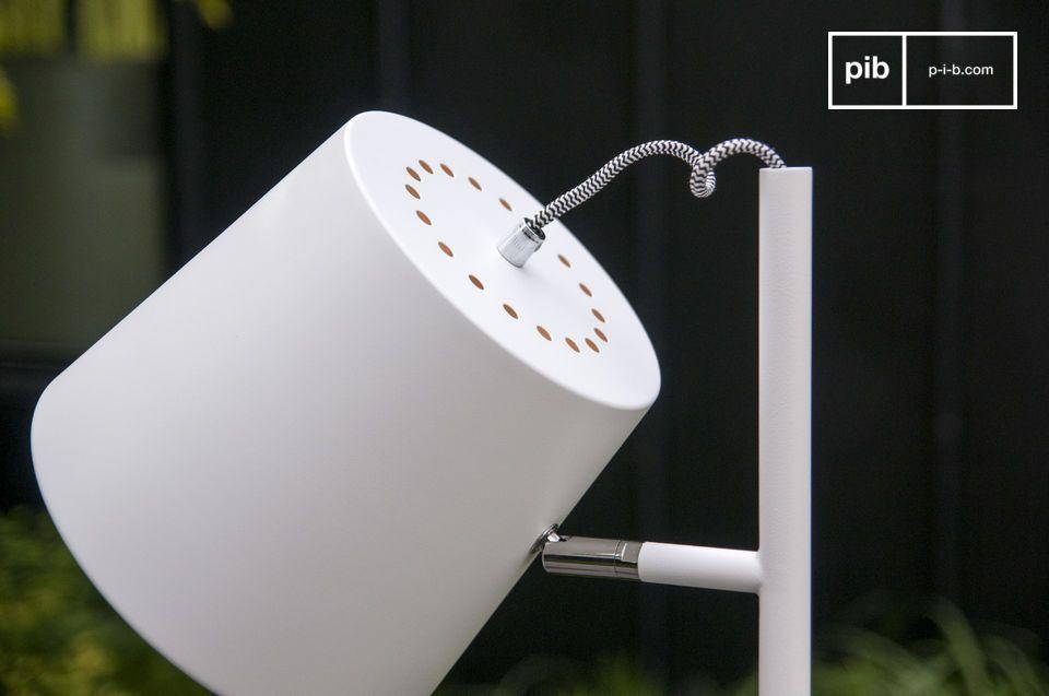 Genießen Sie den weißen Farbton der typisch skandinavischen Stehlampe Elküb