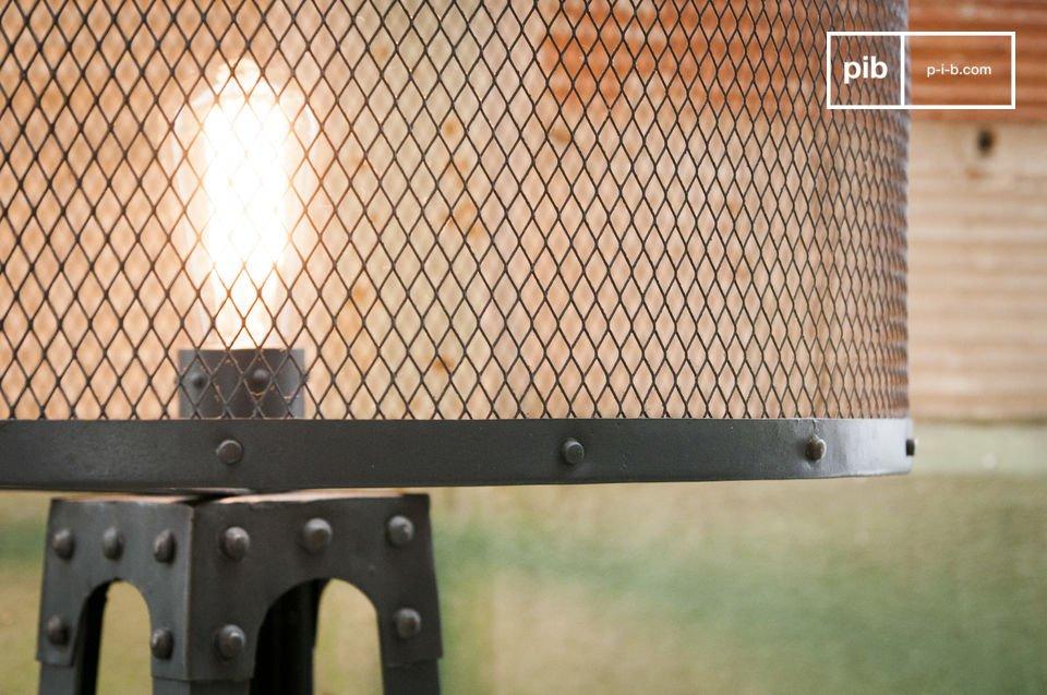 Die Stehlampe Hornby ist eine vollkommen einzigartige Leuchte: die Metallstruktur aus dunkelgrauem