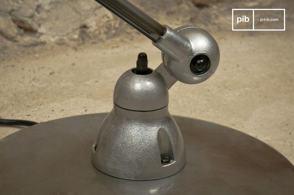 Die von PIB gewählte Version der Lampe ist nur lackiert, weshalb man den Stahl sehen kann