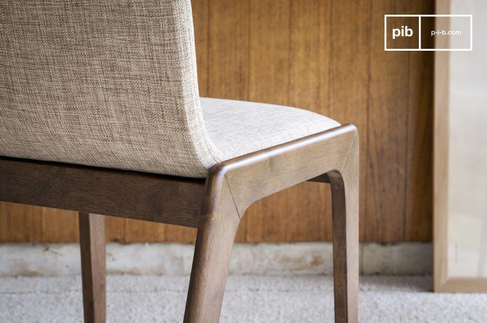 Ein stabiler und bequemer Stuhl um einen schönen Tisch herum, oder als eleganter Arbeitsstuhl