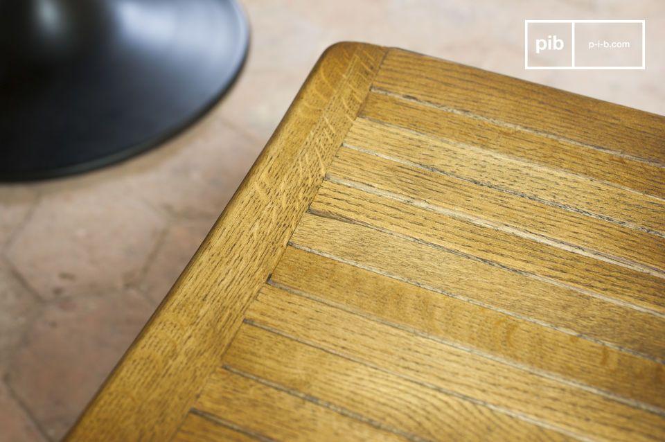Der Sitzkomfort wird verstärkt durch eine abgerundete Sitzfläche und leicht gebogene Rückenlehne