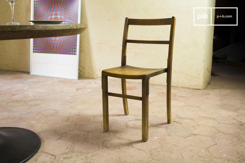 Dieser Stuhl passt in eine Einrichtung im industriellen vintage Stil oder auch in ein Interieur im