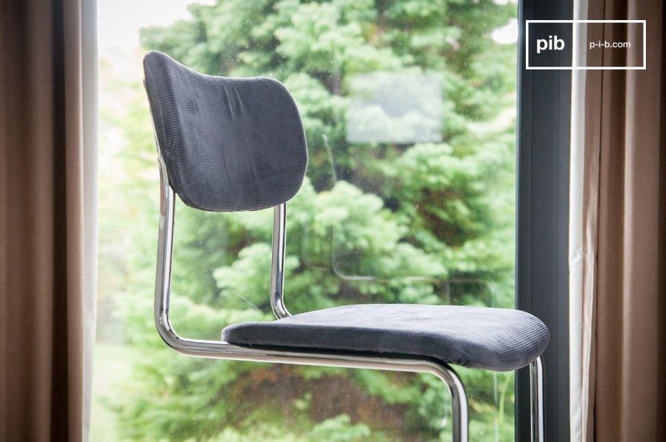 Die Kombination dieser beiden Materialien verleiht dem Stuhl Back in Norway einen nostalgischen