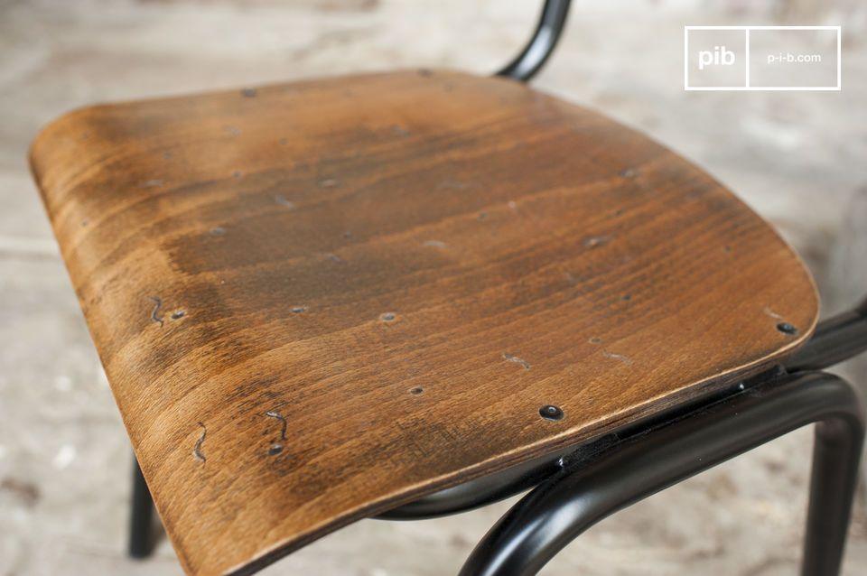 Der Stuhl Doinel ist eine tolle Anspielung auf die Vintage Stühle