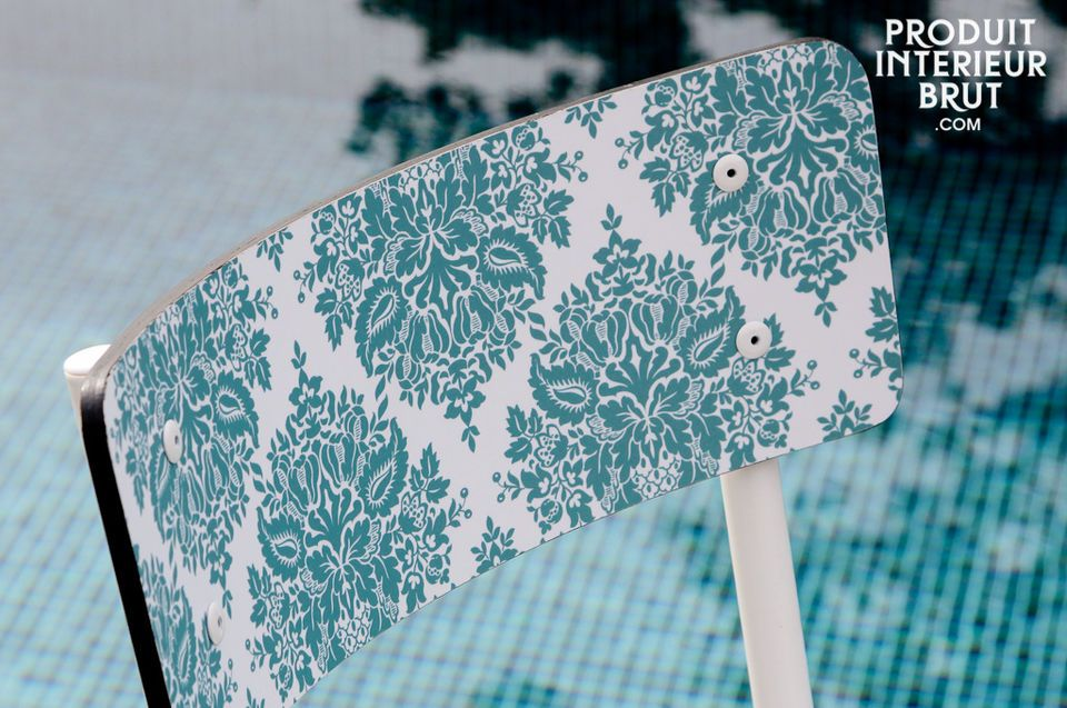 Ein trendiger Retro-Stuhl in mehren Farben, der ihrer Einrichtung Schwung verleiht