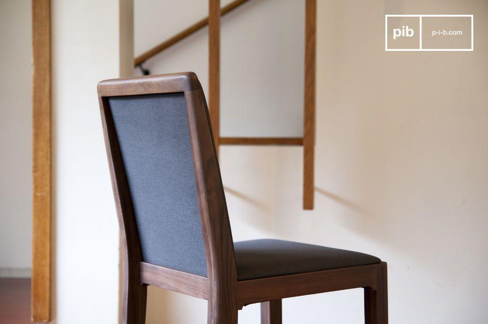 Beachten Sie die klaren Linien des Stuhl Hemët: gerade aber am Ende immer abgerundet
