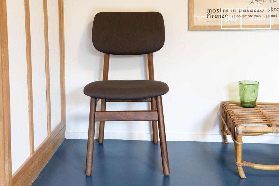 Ein komfortabler Stuhl der perfekt um den Esstisch oder an einen Schreibtisch passt