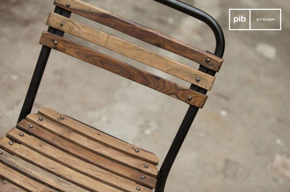 Eine Kombination aus Holz und Metall in Vintage-Industriedesign