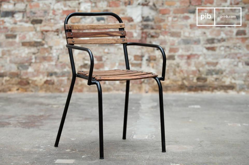 Eine Kombination aus Holz und Metall in Vintage Industriedesign
