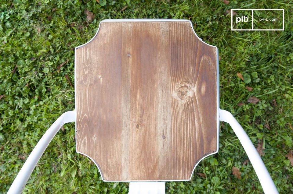 Ikone des Metallmöbels der 20er Jahre wird von PIB-Home in Weiß mit Holzsitz im Boho Style neu