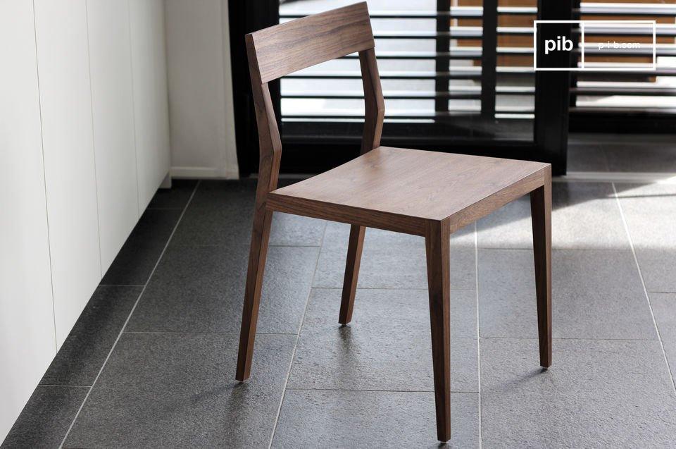 Stuhl Nöten aus Nussholz