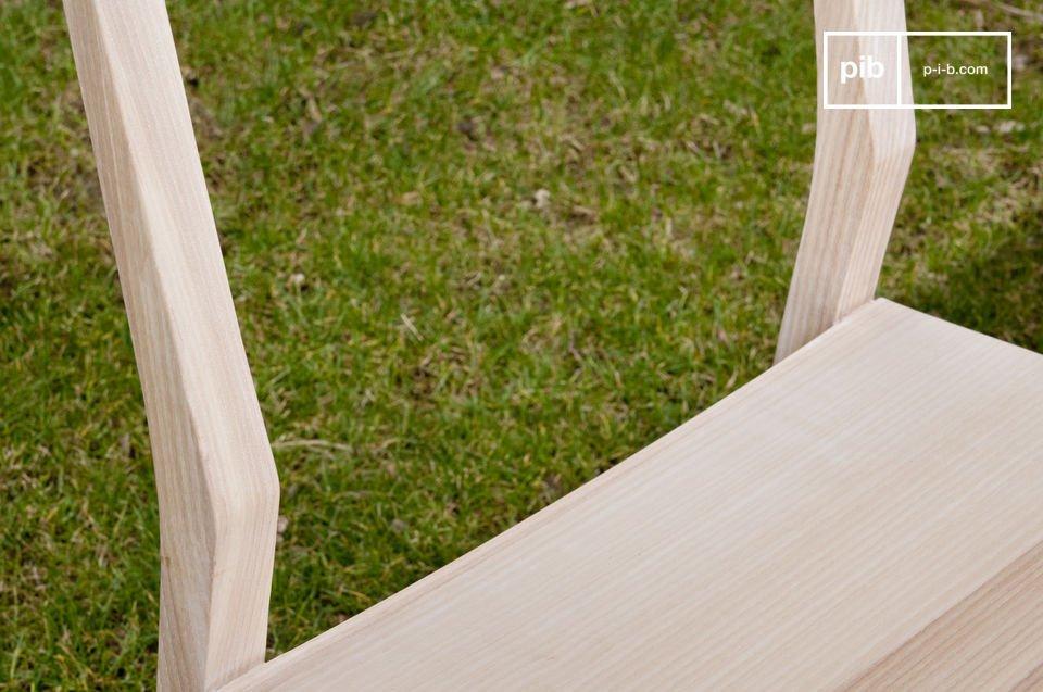 Schmücken Sie Ihr Esszimmer mit eleganten Stühlen mit verspielten Linien