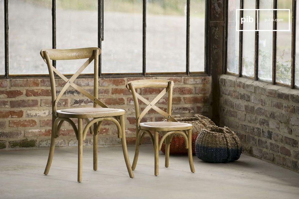 Egal ob Sie diesen Stuhl in Ihrem Zuhause als Esstisch oder an öffentlichen Orten einsetzen