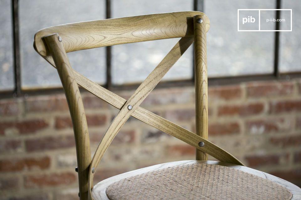 Der Stuhl Pampelune mit seiner naturbelassenen Verarbeitung ist sehr robust und eignet sich perfekt