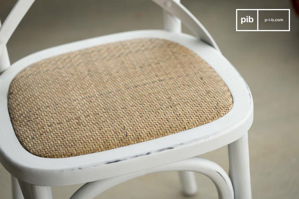 Der Stuhl Pampelune hat einen besonderen Sitzkomfort dank seiner Sitzfläche aus dicht gepolstertem