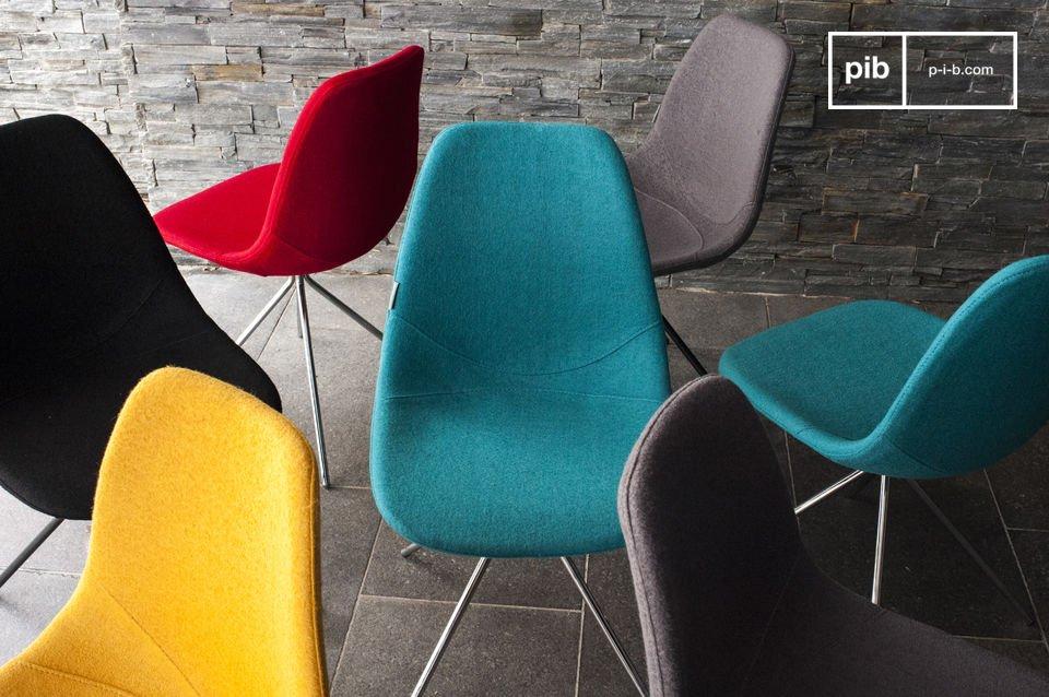 Der Stuhl trägt gleichzeitig zur Dekoration dieser Zimmer bei da er farbenfrohe Frische bringt