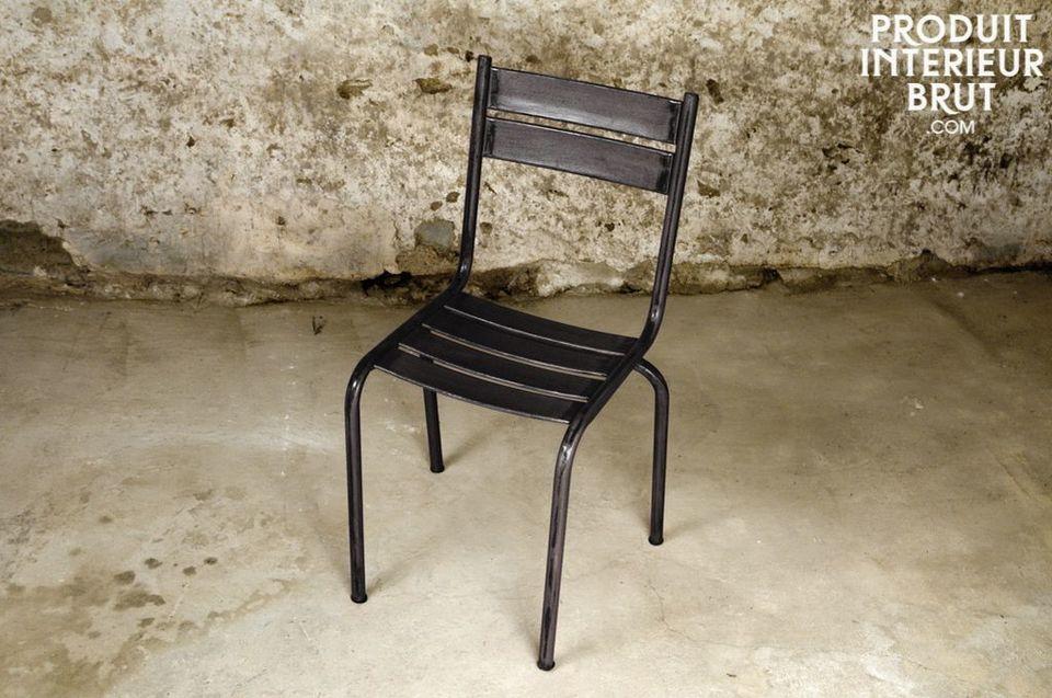 Stuhl Pretty aus Metal in dunkel lackiert
