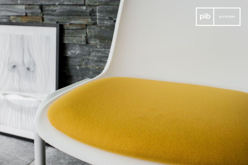 Ein Retro Design Stuhl für einen Hauch von heller Farbe