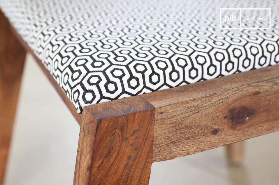 Ein gemütlicher Stuhl mit Vintage Design aus den fünfziger Jahren