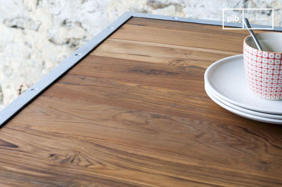 Dieser Tisch ist absolut vom industriellen vintage Stil geprägt und passt zu jedem Einrichtungsstil