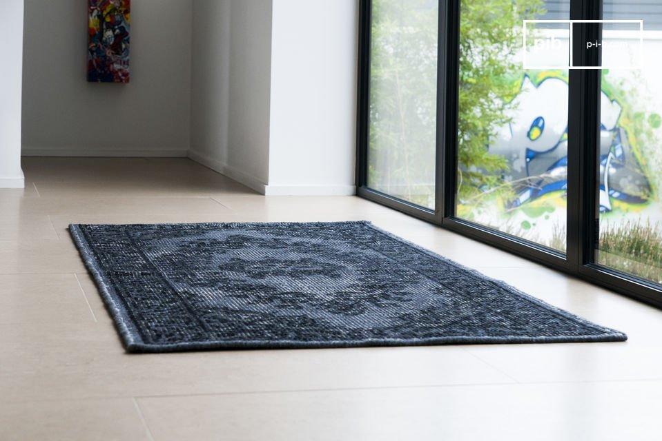 Dieser Teppich aus leicht ausgewaschener Wolle bringt einen veralterten Eindruck mit sich