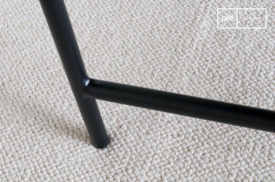 Die perfekte Nüchternheit eines eleganten schwarzen Marmortisches