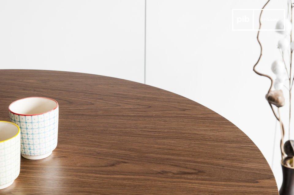 Der Tisch Daire besitzt die Eleganz der skandinavischen Tische mit dem unverwechselbaren Design der